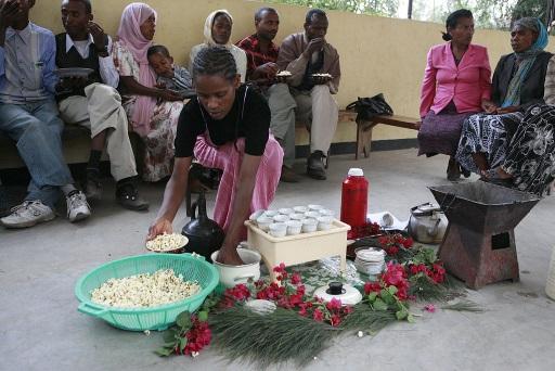 Gelebte Gastfreundschaft: die Äthiopische Kaffeezeremonie