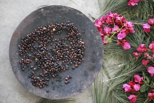 Bohnenrösten bei der Äthiopischen Kaffeezeremonie