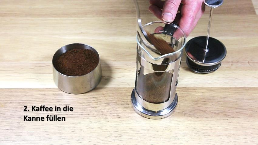 Kaffeezubereitung mit French Press - Anleitung - Kaffee einfüllen