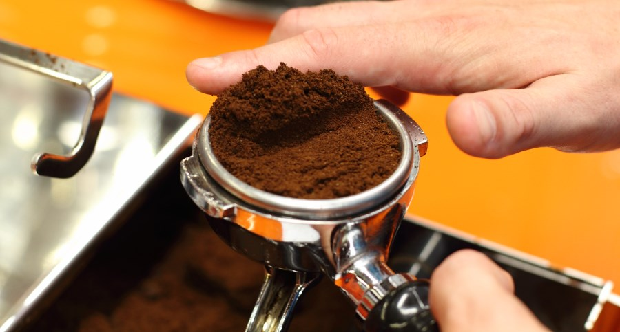 Distribute coffee in the portafilter