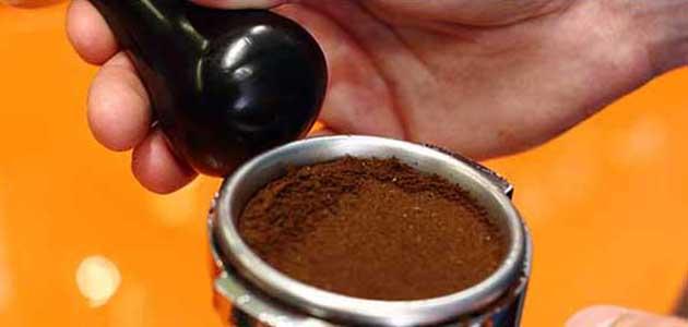 Espressozubereitung - Kaffeereste nach Knocken