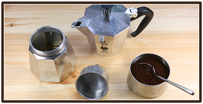 Kaffeezubereitung mit Espressokocher - Mokkakanne