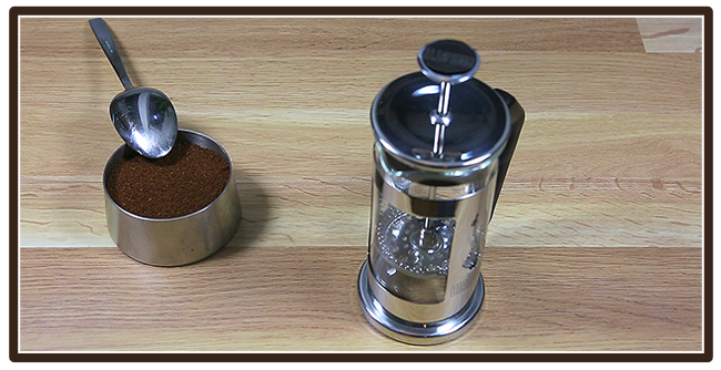 Kaffeezubereitung mit French Press - Anleitung - Kaffee mahlen