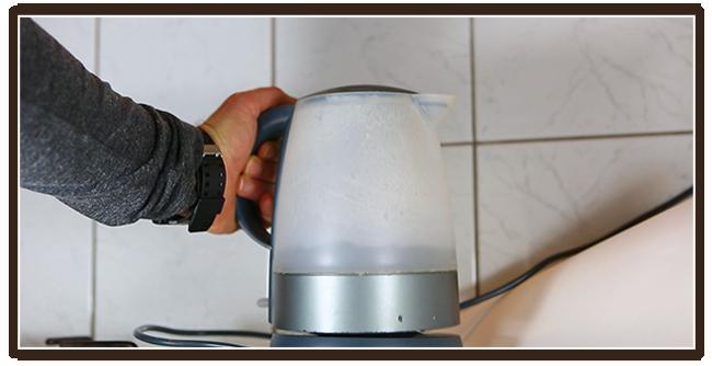 Kaffeezubereitung mit French Press - Anleitung - Wasser