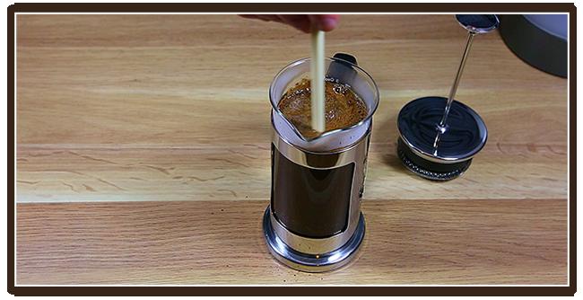 Kaffeezubereitung mit French Press - Anleitung - Umrühren
