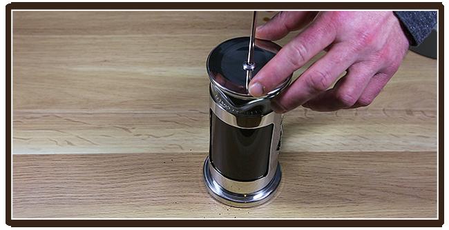 Kaffeezubereitung mit French Press - Anleitung - Ziehen