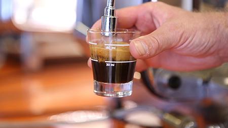 Caffè Lungo mit Wasser verlängert